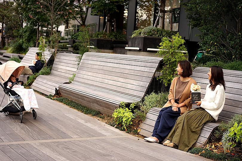 カリグラフィーアーティスト 島野真希さん×世界の花屋 前田有紀 対談が実現しました! 「好きなことを仕事に!働くママの奮闘記!」