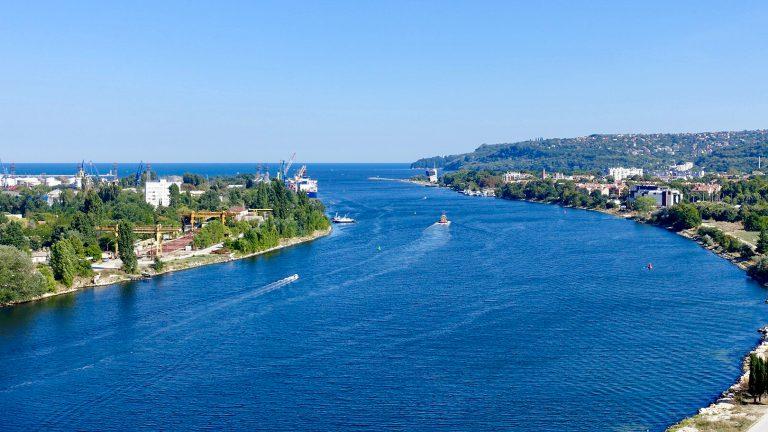 黒海という名の青い海~ブルガリア・ヴァルナ~